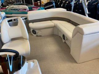 2021 Avalon 2080 Venture CR Pontoon Boat. Call Watertown 'Sales' 204.345.6663