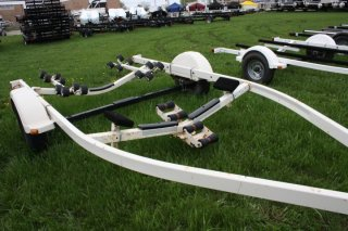 2005 Shoreland'r SMR31BLW-08 Roller Boat Trailer. Call Watertown 'Sales' 204.345.6663