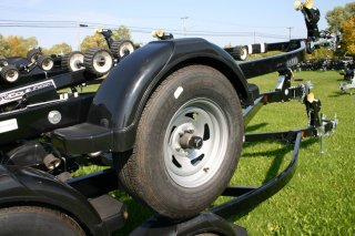 2019 Shoreland'r LUX30BESWSS0-03 Roller Boat Trailer. Call Watertown 'Sales' 204.345.6663